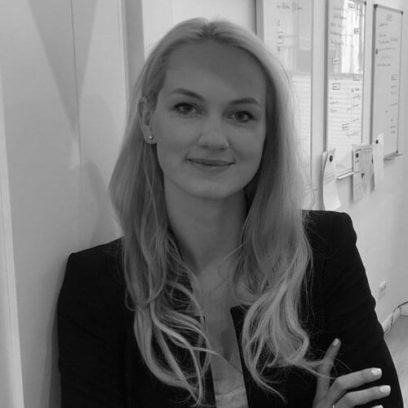 Portrait von Alexandra Kletzsch (schwarz-weiß)