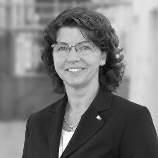 Portrait von Andrea Kahr (schwarz-weiß)