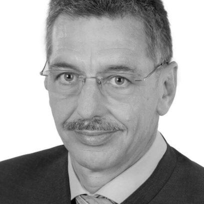 Portrait von Sepp Kellerer (schwarz-weiß)